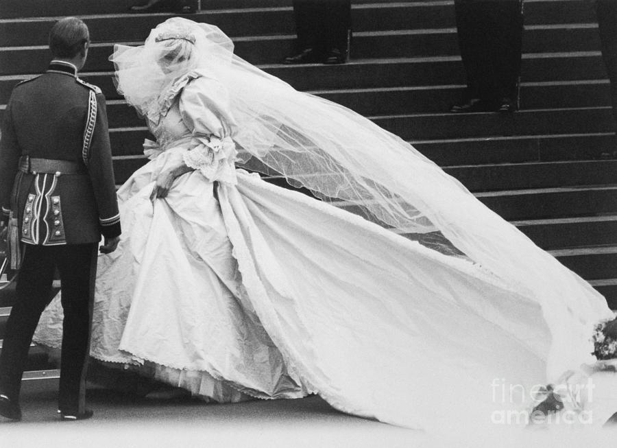 Lady Diana Spencer In Wedding Dress Photograph by Bettmann
