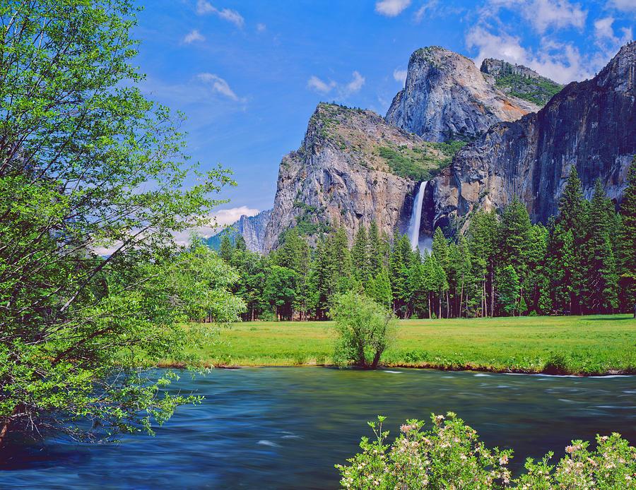 Lakeside View Of Yosemite National Park Photograph by Ron thomas