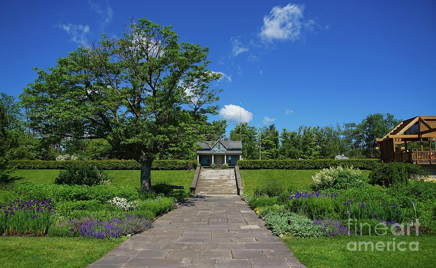 Laking Garden Walk by Rachel Cohen