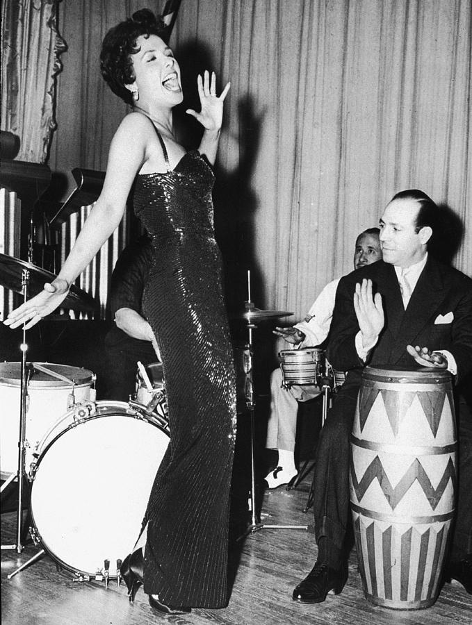Lena Horne Sings Photograph by Hulton Archive