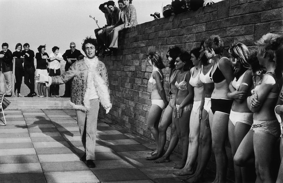 Lennon And Ladies Photograph by Jim Gray