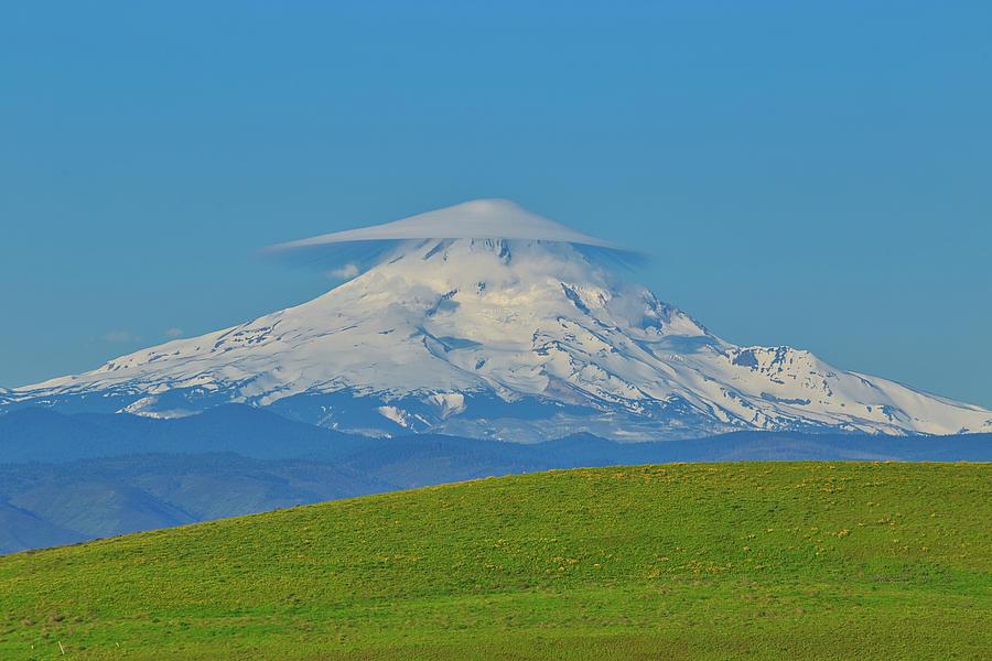 Lenticular cloud on Mount Hood by Lynn Hopwood