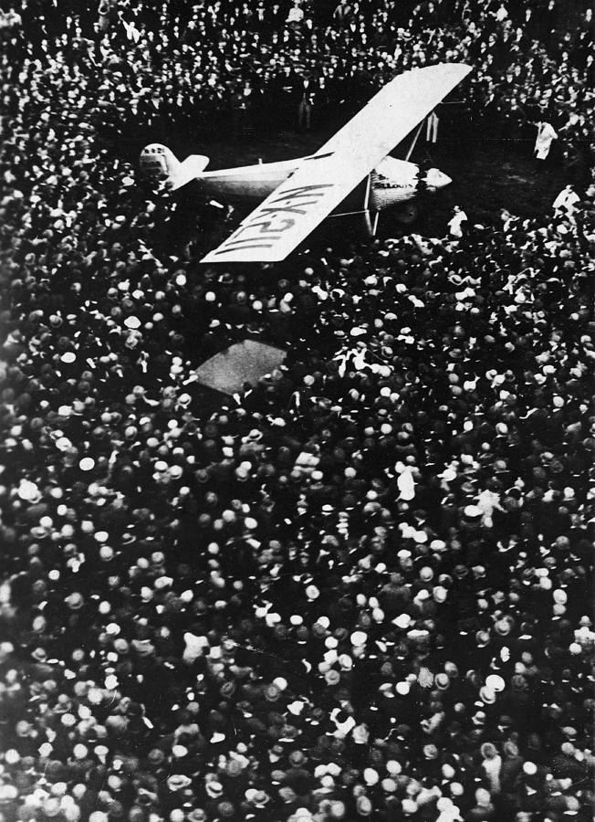 Lindbergh Arrives In Croydon Photograph by Fpg