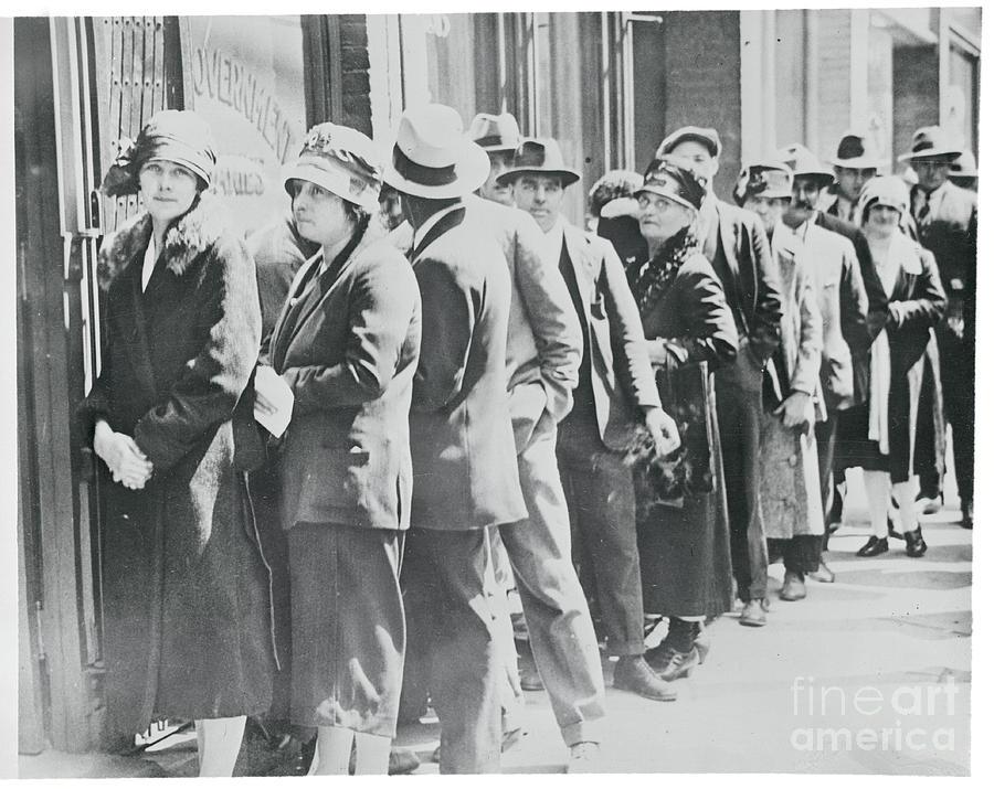 Line Of Patrons At Liquor Store Photograph by Bettmann