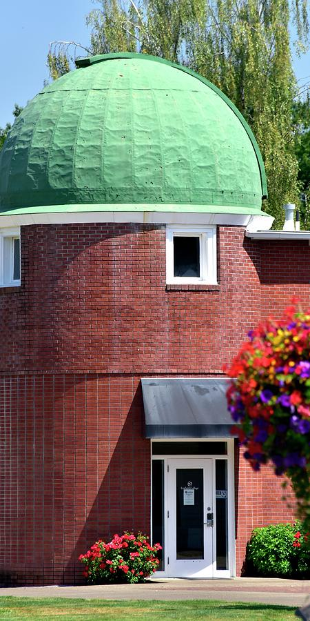 Linfield Dome by Jerry Sodorff