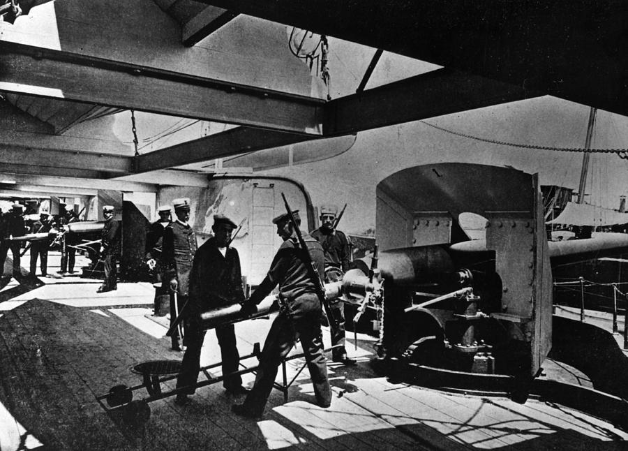 Loading Gun Photograph by Hulton Archive