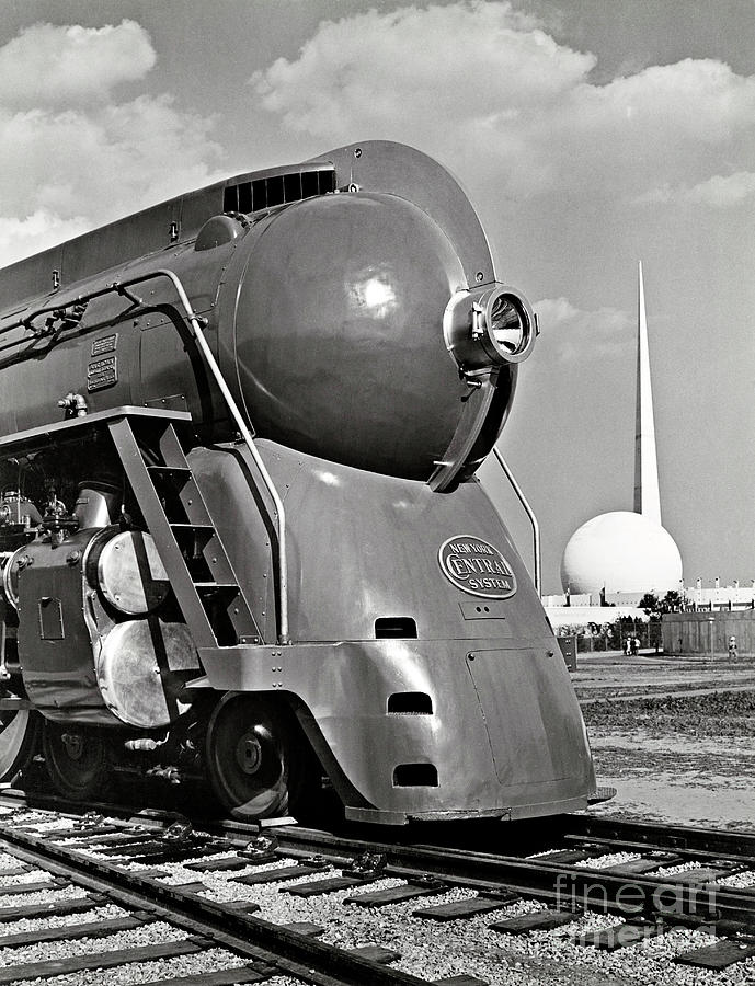 1939 New York World's Fair Photograph - Locomotive At New York Worlds Fair by Metropolitan Museum Of Art/science Photo Library