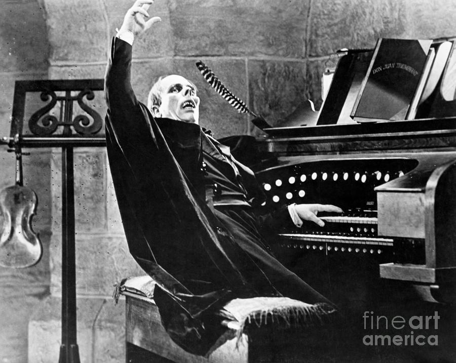 Lon Chaney As The Phantom Of The Opera Photograph by Bettmann