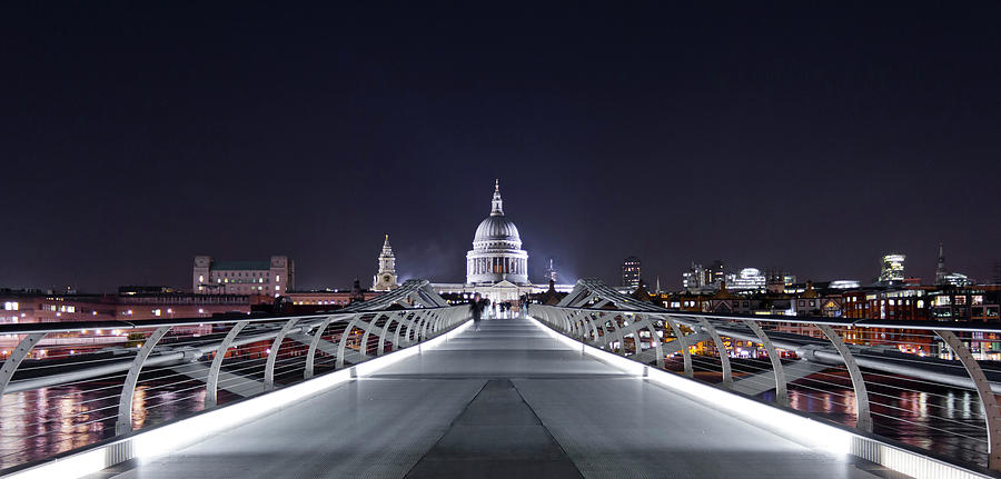 Panoramic Photograph - London, England by Latitudestock - Kavch Dadfar