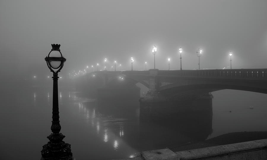 London In The Fog Photograph by Simonbradfield