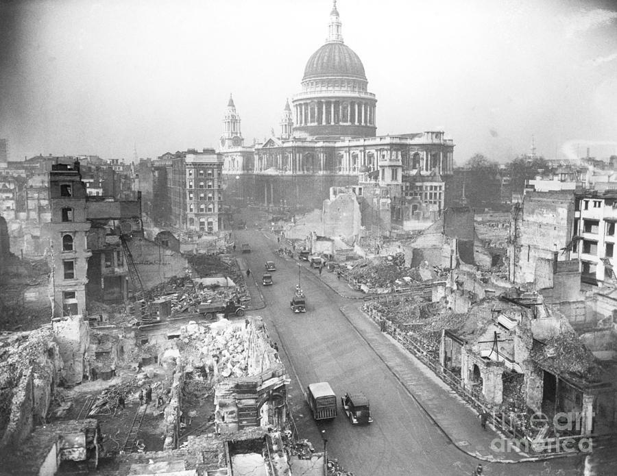 London Street, St. Pauls, After Air Raid Photograph by Bettmann