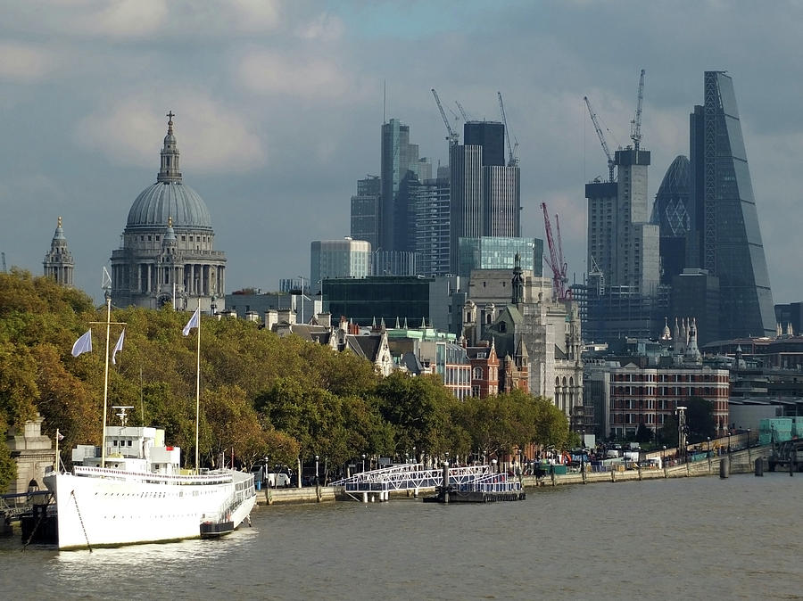 London Thames by Philip Openshaw