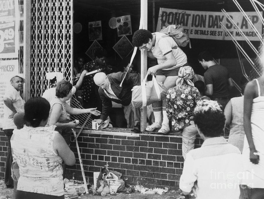 Looters Breaking Into Store Photograph by Bettmann