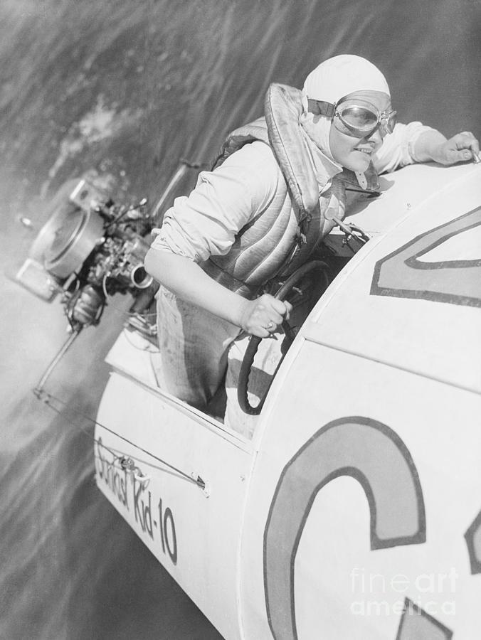 Loretta Turnbull Racing Photograph by Bettmann