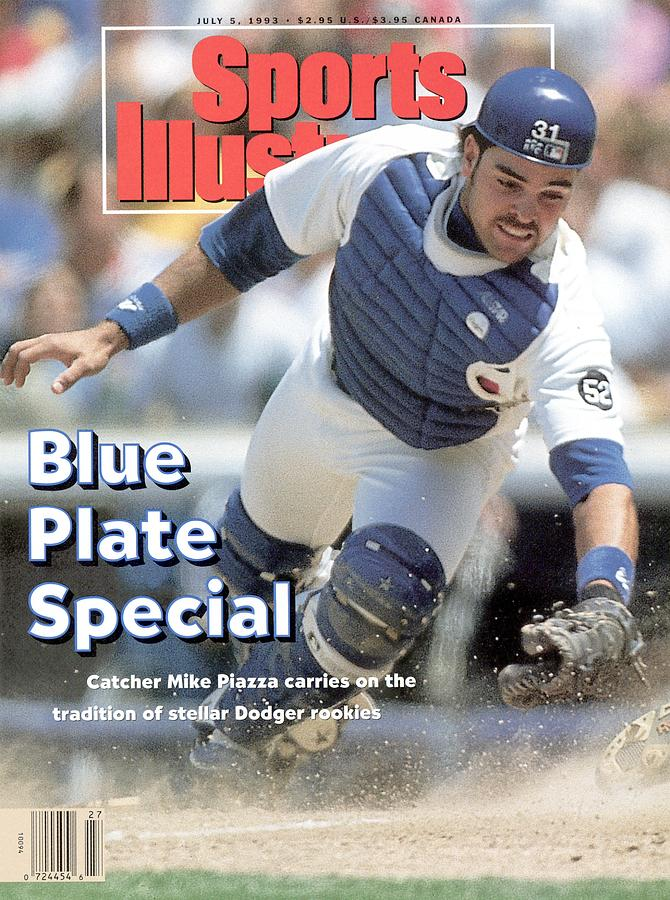 Los Angeles Dodgers Mike Piazza... Sports Illustrated Cover Photograph by Sports Illustrated