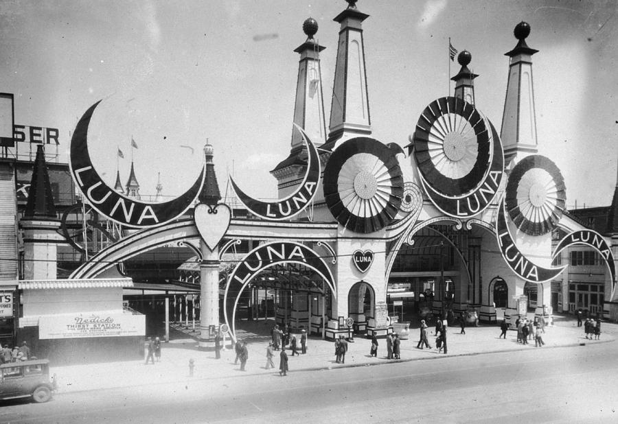 Luna Park Photograph by Hulton Archive