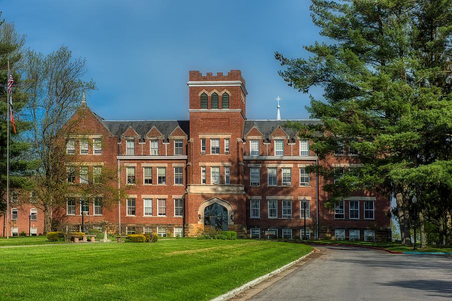 West Virginia Wesleyan College >> Lynch Raine Administration Building West Virginia Wesleyan College