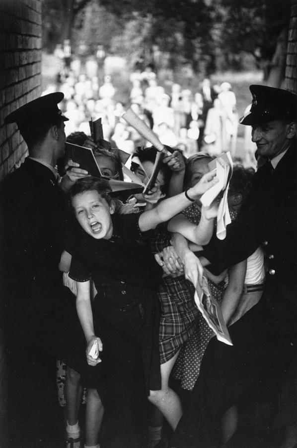 Mad For Danny Photograph by Bert Hardy