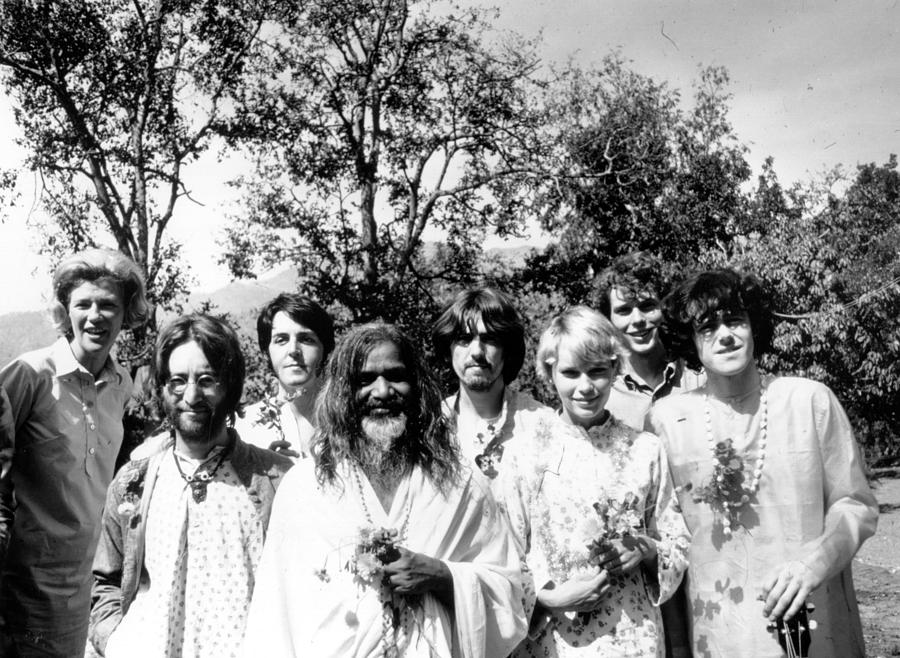 Maharishi And Pop Stars Photograph by Keystone Features