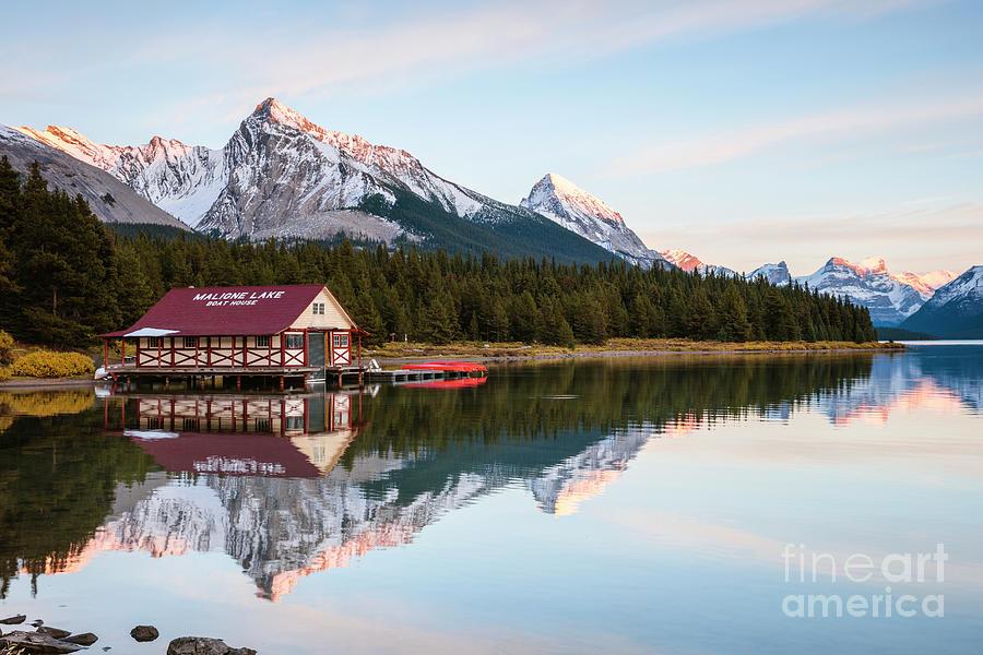Maligne lake, Jasper, Canada by Matteo Colombo