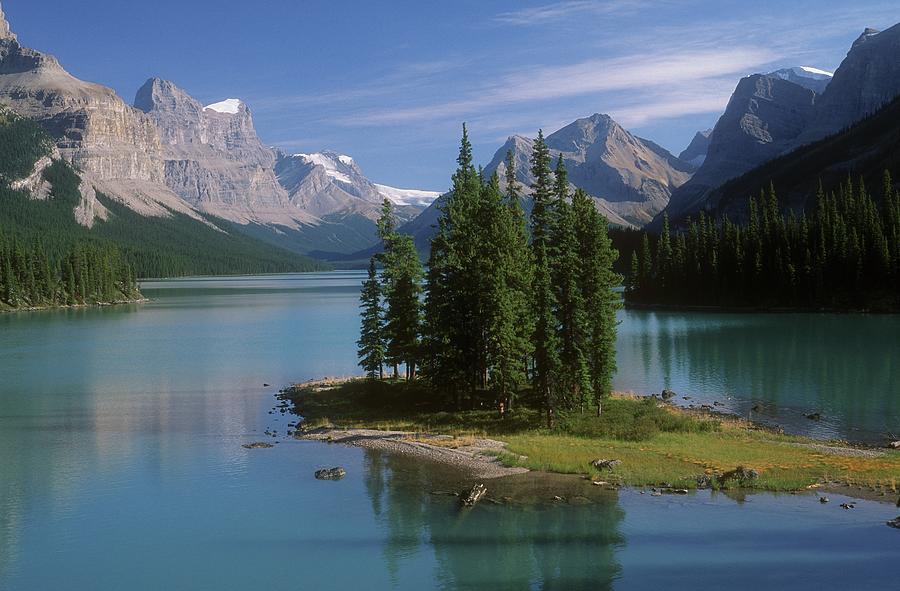 Maligne Lake, Jasper National Park Photograph by Design Pics/bilderbuch