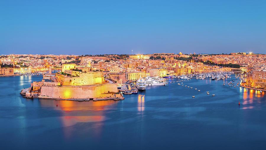 Architecture Photograph - Malta 12 by Tom Uhlenberg