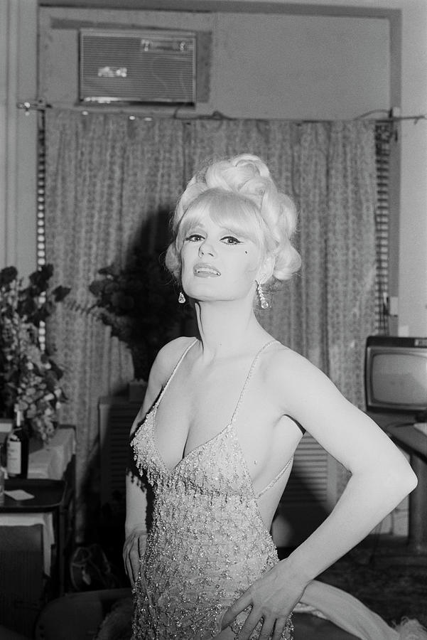 Mamie Van Doren Photograph by Art Zelin