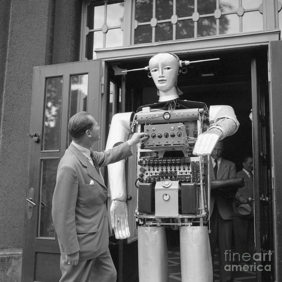 Man Adjusting Louie The Robot Photograph by Bettmann