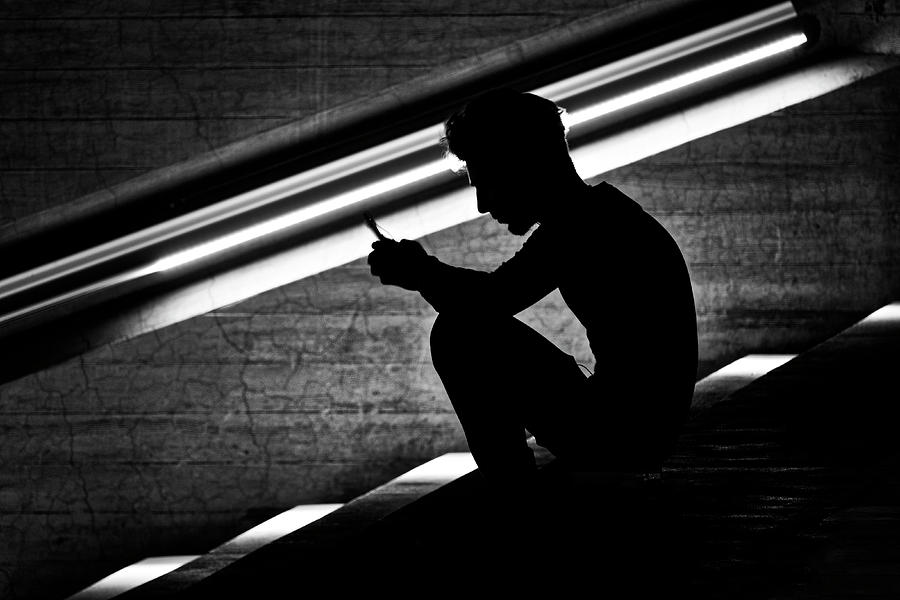 Man holding his smartphone by Fabrizio Troiani