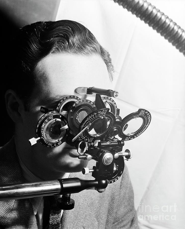 Man Looking Into Phoropter Photograph by Bettmann