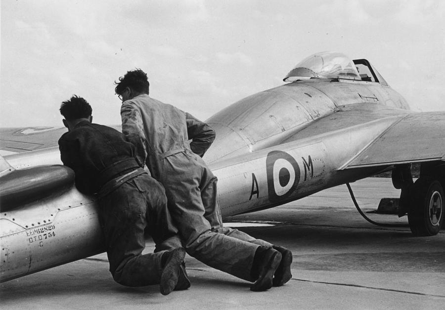 Man Power Photograph by Bert Hardy