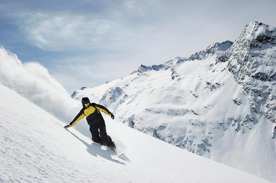 Man Snowboarding Photograph by Adie Bush