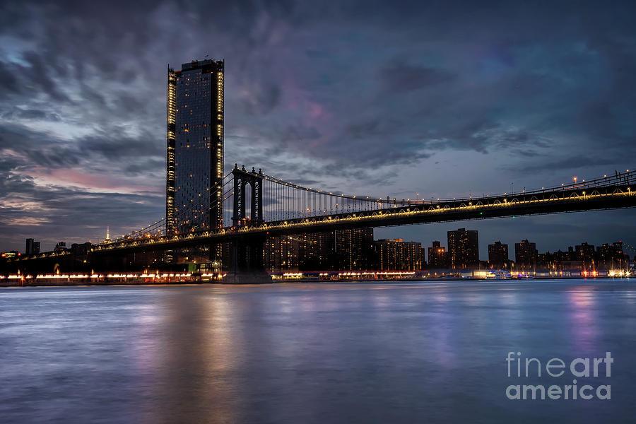 Manhattan bridge by Hernan Bua