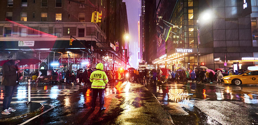 New Years Eve Photograph - Manhattan Nye by Charles Quiles