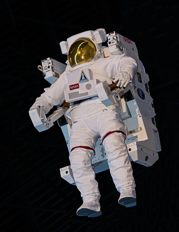1980s Photograph - Manned Maneuvering Unit For Space by Millard H. Sharp