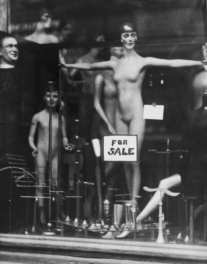 Mannequin In The Nude Photograph by General Photographic Agency