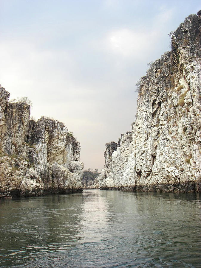 Marble Rocks Of Bhedaghat Photograph by Atul Tater