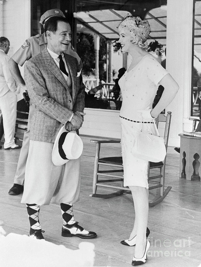 Marilyn Monroe Chatting With Joe E Photograph by Bettmann