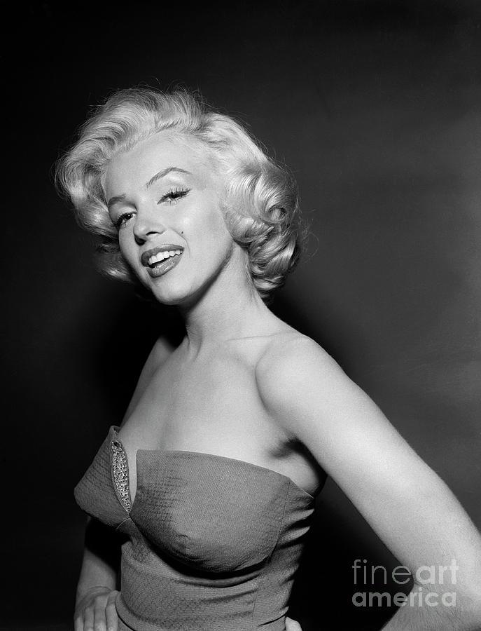 Marilyn Monroe Wearing Strapless Photograph by Bettmann