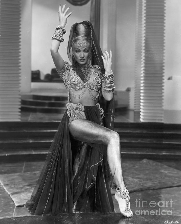 Marlene Dietrich Dressed As Harem Queen Photograph by Bettmann