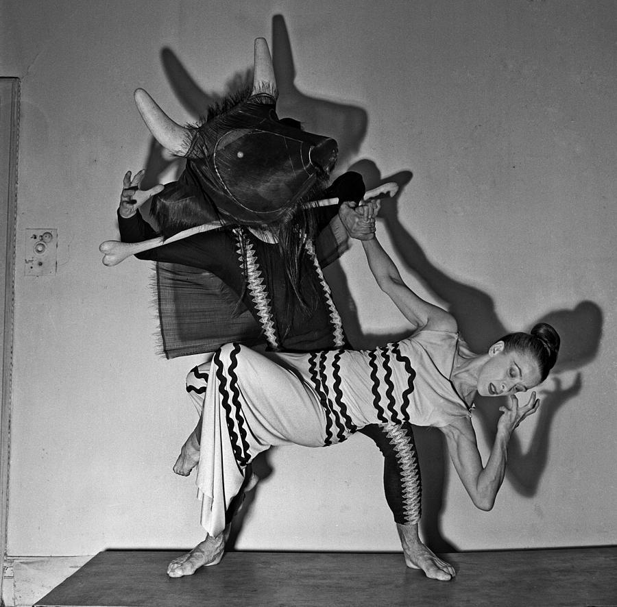 Martha Grahams Errand Of The Maze Photograph by Michael Ochs Archives