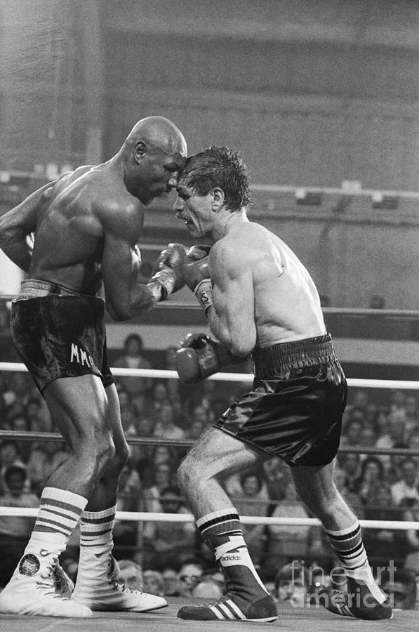 Marvin Hagler Punching Vito Antuofermo Photograph by Bettmann