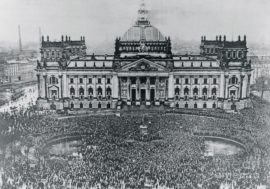 Massive Crowd In Front Of Building Photograph by Bettmann