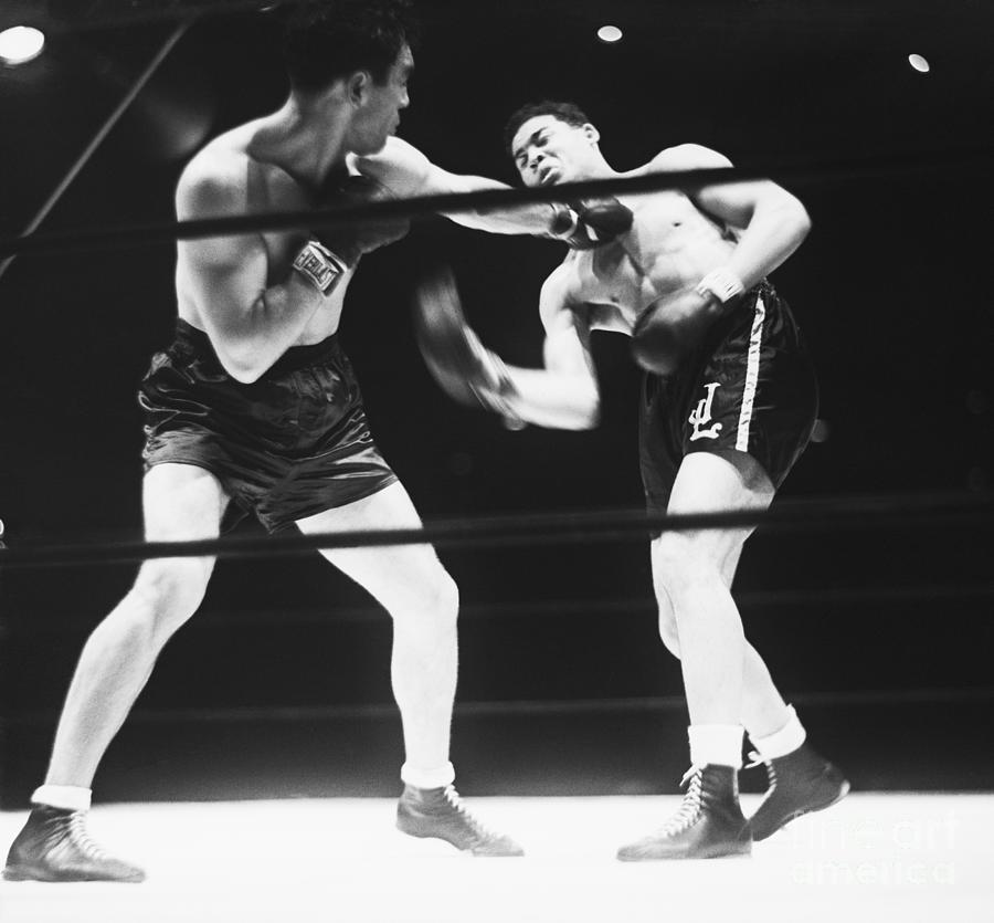 Max Schmeling And Joe Louis In Boxing Photograph by Bettmann
