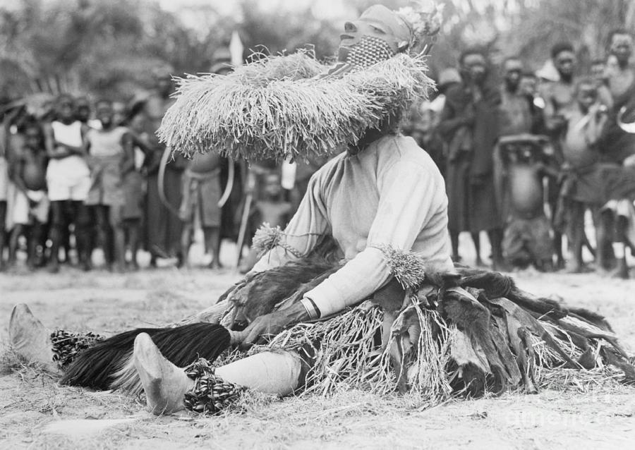 Mbuya Dancer At Rest Photograph by Bettmann