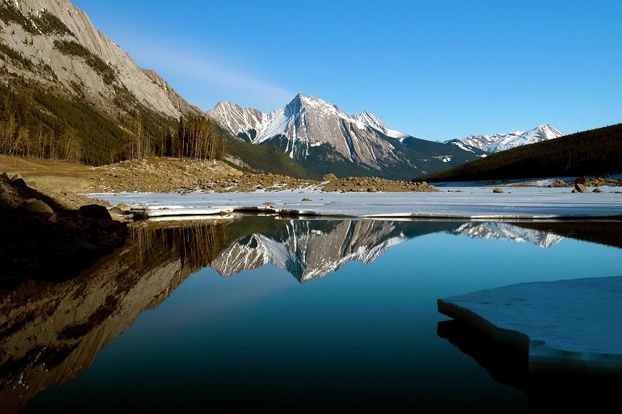 Medicine Lake, Jasper National Park Photograph by Design Pics/richard Wear