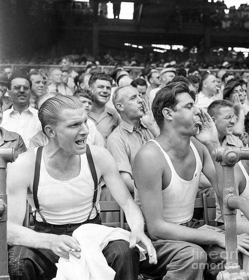 Men Booing Cincinnati Reds Photograph by Bettmann