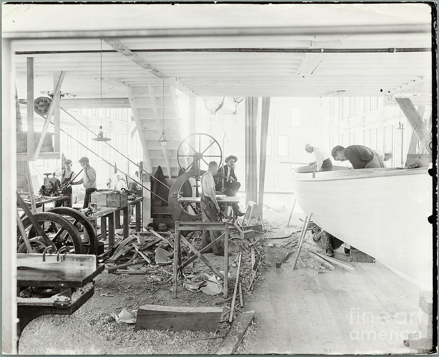 Men Building Ships Photograph by Bettmann
