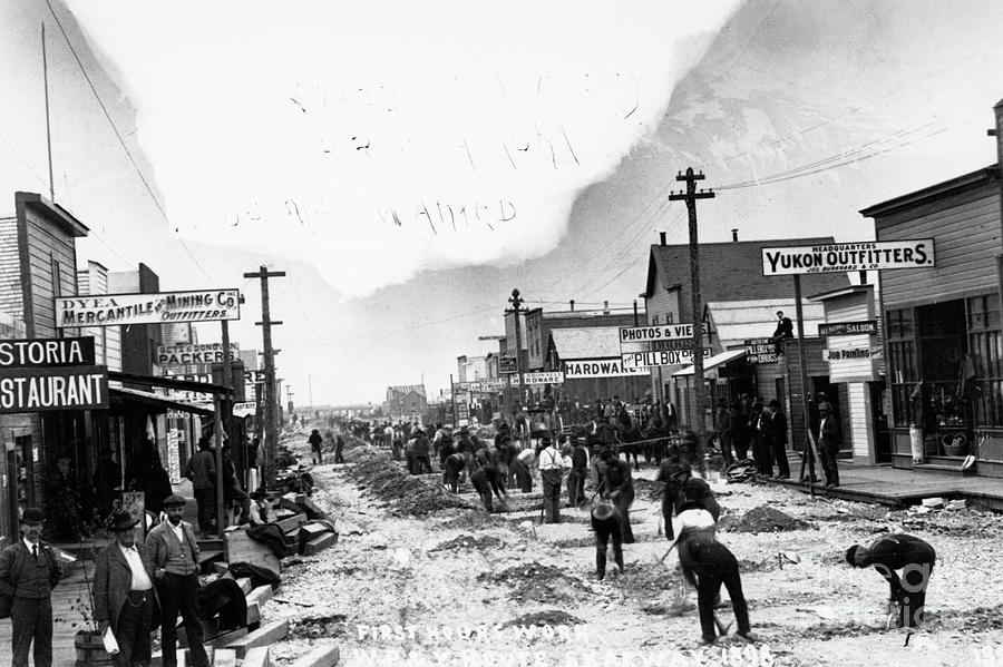 Men Digging In Streets During Gold Rush Photograph by Bettmann