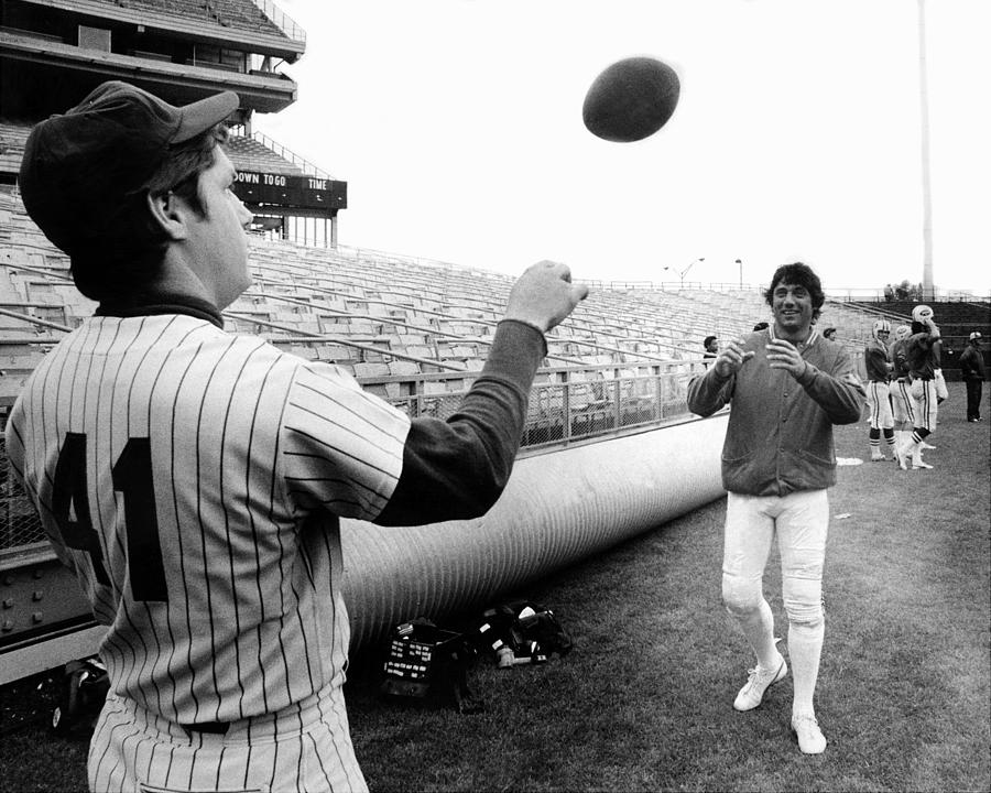 Mets Tom Seaver Warms Up Jets Joe Photograph by New York Daily News Archive